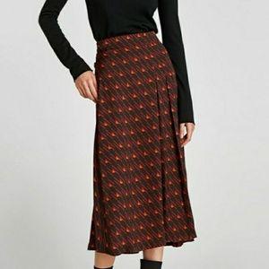 Dresses & Skirts - Zara midi skirt